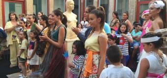 El faro Vilán se quedó pequeño en el I desfile de moda de Camariñas